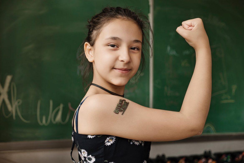 scholenactie meisje met tattoo bite to fight