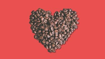 Valentijnshart van koffiebonen